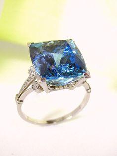 ART DÉCO AQUAMARINE DIAMOND PLATINUM RING  - Circa:1920