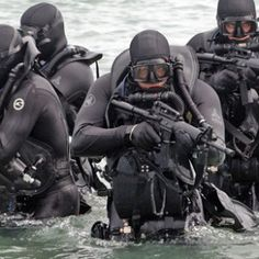 A great promotional video of the US Navy SEALS. The United States Navy's Sea, Air, Land Teams, commonly known as the Navy SEALs, are the U. Us Navy Seals, Special Ops, Special Forces, Gi Joe, Seal Team Six, Surplus Militaire, United States Navy, Law Enforcement, Armed Forces