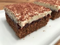 Cranberry slices – baking with Christina … - Healthy Food Art Easy Chocolate Desserts, Chocolate Cake Recipe Easy, Melting Chocolate, Easy Cake Recipes, Fall Recipes, Baking Recipes, Cookie Recipes, Best Carrot Cake, Dessert