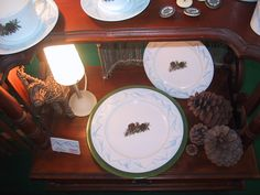 pommes de pin Fragile, Table Settings, Creations, Tableware, Kitchen, Pine Cone, Apples, Dinnerware, Cooking