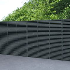 Ideal for a modern garden design, slatted fence panels are stylish garden screens. Pressure treated slatted fencing with free delivery on orders over Cheap Fence Panels, Cheap Garden Fencing, Slatted Fence Panels, Decorative Fence Panels, Wooden Fence Panels, Cheap Privacy Fence, Black Garden Fence, Trellis Fence Panels, Wooden Fences