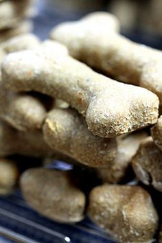 Shop-bought dog biscuits are okay but home made dog treats are much better! Why not give your dog a special biscuit treat with our easy dog biscuit recipes? Dog Biscuit Recipe Easy, Dog Biscuit Recipes, Dog Treat Recipes, Dog Food Recipes, Healthy Recipes, Homemade Dog Treats, Pet Treats, Peanut Butter Dog Biscuits, Dog Cookies