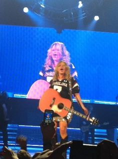 Miranda Lambert in a Gamecock jersey! Clowney's to be exact  You go girl!!