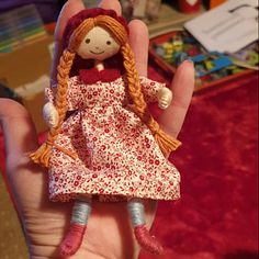 Hand stitch doll patern by Verity Hope Wooden Pegs, Wooden Dolls, Audrey Doll, Dolls House Figures, Stitch Doll, Yarn Dolls, Make Do And Mend, Carpet Bag, Felt Fabric