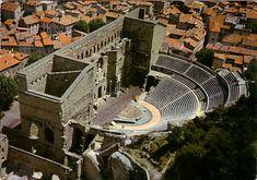 Orange, France. Orange, la ville Romaine a gardé de nombreux vestiges de son passé comme le théâtre antique connu dans le monde entier ou son arc de triomphe.