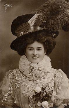 1911 Chic Edwardian Woman