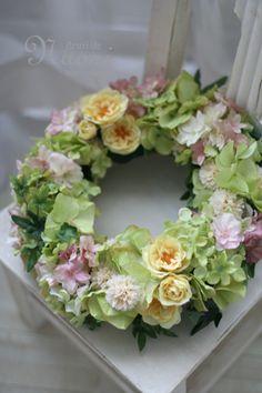 紫陽花とイエローローズのウェルカムリース