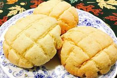 Melon Pan - Crunchy outside and very soft in the inside.💗 Yumm - Mama's Guide Recipes - Melon Pan - Crunchy outside and very soft in the inside.💗 Yumm Melon Pan - Crunchy outside and very soft in the inside. Filipino Desserts, Filipino Recipes, Filipino Food, Japanese Pastries, Japanese Food, Melon Bread, Philippines Food, Pinoy Food, Instant Yeast