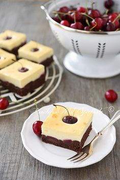 Kirschkuchen mit Quarkcreme easy 3 ingredients easy for a crowd easy healthy easy party easy quick easy simple Easy Desert Recipes, Easy Baking Recipes, Easy Delicious Recipes, Vegan Recipes Easy, Snack Recipes, Dessert Recipes, Cheap Easy Meals, Easy Meals For Kids, Breakfast Party