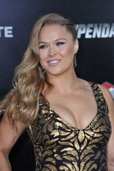 Ronda Rousey Pics, Ronda Rousey Hot, Ronda Jean Rousey, Ronda Rousy, Female Mma Fighters, Wwe Female Wrestlers, Female Athletes, Wwe Divas Paige, Beauty