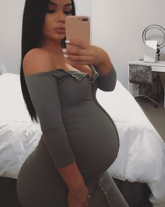Cut from a different cloth, I& a different fabric 😜 Dress Fashion Nova - Schwanger - Cute Maternity Outfits, Stylish Maternity, Maternity Pictures, Maternity Fashion, Pretty Pregnant, Pregnant Mom, Pregnant Bellies, Pregnancy Goals, Pregnancy Outfits