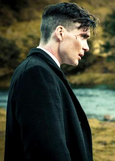 Cillian Murphy - Tommy Shelby in Peaky Blinders Peaky Blinders Frisur, Peaky Blinders Hairstyle, Hairstyles Haircuts, Haircuts For Men, Thomas Shelby Haircut, Peaky Blinder Haircut, Mens Medium Length Hairstyles, Mens Toupee, Cillian Murphy Peaky Blinders