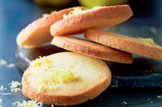 Fyld kagedåsen med lækre citronspecier bagt efter denne fristende opskrift af selveste Mette Blomsterberg!