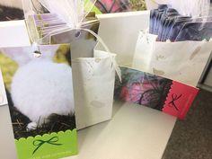 Geschenkanhänger für dein Ostergeschenk... Gift Wrapping, Gifts, Heart, Easter Activities, Gift Wrapping Paper, Presents, Wrapping Gifts, Gift Packaging, Gifs