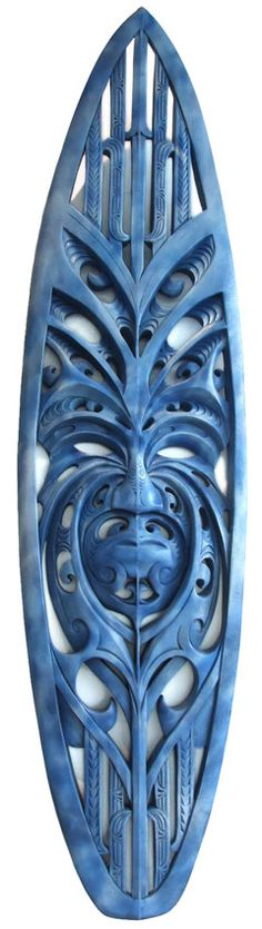 A Maori carved surfboard: an incredible artwork Art Maori, Surfboard Art, Skateboard Art, Sculpture Art, Ice Sculptures, Abstract Sculpture, Bronze Sculpture, Maori Patterns, Tiki Totem