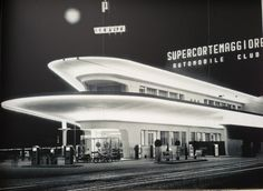 - Ex Agip Petrol Station, Pizzale Accursio, Milan - 1953 Futuristic Design, Futuristic Architecture, Architecture Details, Drive In, Pompe A Essence, Streamline Moderne, Old Gas Stations, Filling Station, Art Deco Buildings