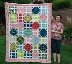 I love the interlocking white lines in this #quilt