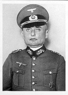 General der Kavallerie Wilhelm Knochenhauer (16 January 1878 - 28 June 1939), commander 3. Kavallerie Division,  X Armeekorps.