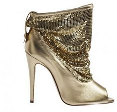 Brian Atwood Spring/ Summer 2012 collection of shoes presented in the gallery below is rather diverse and interesting.