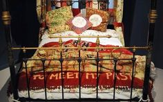 A ''confessional'' quilt by artist Tracey Emin has gone on display at the Victoria and Albert Museum. Antique Beds, Antique Bedrooms, Tracey Emin, English Artists, Handmade Books, Victoria And Albert Museum, Word Art, Textile Art, New Art