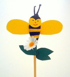 Kochlöffelbiene - Muttertag-basteln - Meine Enkel und ich - Made with schwedesign.de Tweety, Kindergarten, Pikachu, Creations, Gadgets, Spring, Animals, Fictional Characters, Interactive Books