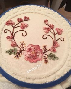 Image may contain: food Cushion Embroidery, Hand Embroidery Stitches, Embroidery Hoop Art, Hand Embroidery Designs, Ribbon Embroidery, Floral Embroidery, Embroidery Patterns, Quilt Patterns, Brazilian Embroidery
