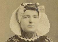 Neeltje Lokerse. (Yerseke 28 augustus 1868 - Voorburg 17 februari 1954). Voorvechtster voor de rechten van ongehuwde moeders en dienstboden.  http://www.geschiedeniszeeland.nl/tab_themas/themas/vrouwenemancipatie/vier_zeeuwse_vrouwen/lokerse/  http://www.iisg.nl/bwsa/bios/lokerse.html