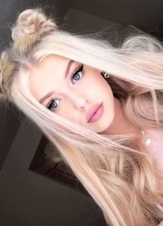 Loren Gray hair Effective pictures we are about cute home decor to offer A quality picture can tell you many things. Here are the most beautiful pictu Grey Blonde, Blonde Hair, Gray Hair, Loren Grau, Cute Hairstyles, Straight Hairstyles, Hair Inspo, Hair Inspiration, Top Knot