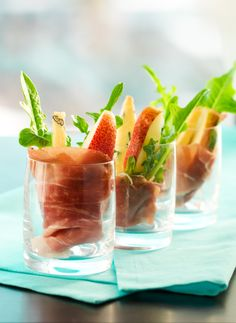 Prosciutto wrapped pears with spicy arugula leaves