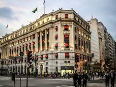 """O programa cultural """"Walking Tour 'Descubra São Paulo a Pé'"""", idealizado pelo Shopping Light, realiza passeios culturais pelo centro histórico da cidade."""