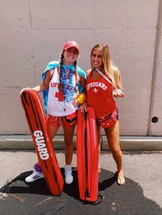 Halloween Costume Ideas That Are Guaranteed To Impress Cute Group Halloween Costumes, Theme Halloween, Group Costumes, Halloween Outfits, Lifeguard Halloween Costume, Lifeguard Costume, Diy Halloween, Trendy Halloween, Women Halloween