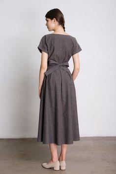Платье Черешня с пышной юбкой и поясом с прострочкой тёмно-бежевого цвета