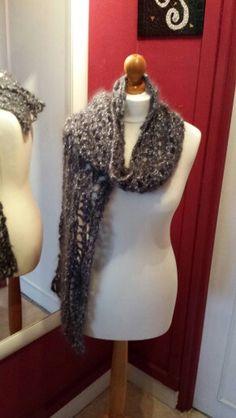 Mon nouveau manequin est arrivé !#scarf #model #couture #seam #kniting #tricot #crochet #crocheting #business #businesswomen #manequin #hand-knitted #hapiness