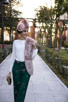 Invitada boda pantalon y tocado Winter Wedding Outfits, Chic Outfits, Fashion Outfits, Fiesta Outfit, Wedding Guest Looks, Cocktail Outfit, Moda Chic, Smart Outfit, Mein Style