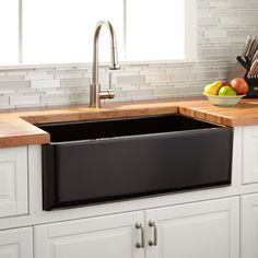 With a gorgeous dark gray surface and double bowl, the Reinhard Farmhouse Sink is the ultimate choice for any stylish kitchen. The compartmentalized basin makes washing dishes in an organized manner easy. Made of fireclay, this sink is long lasting an Stainless Steel Farmhouse Sink, Fireclay Farmhouse Sink, Farmhouse Sink Kitchen, New Kitchen, Kitchen Decor, Kitchen Sinks, White Farmhouse, Fireclay Sink, Kitchen Walls