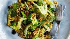 Salat med karryristet perlebyg og fennikel