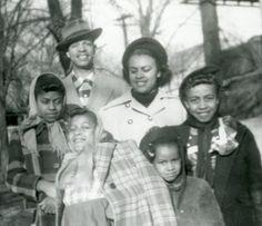 https://i.pinimg.com/236x/d2/66/32/d26632fbe080aa7457713e14c83cc792--black-families-american-vintage.jpg