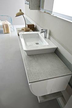 Bagno Joy con finitura colore bianco lucido  e effetto cemento http://www.cerasa.it/it_IT/bagni/moderno/joy/Cerasa_bagno_Joy_44_45