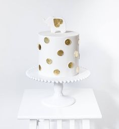 A-M-A-Z-I-N-G simplistic yet effective cake by Simply Bakes