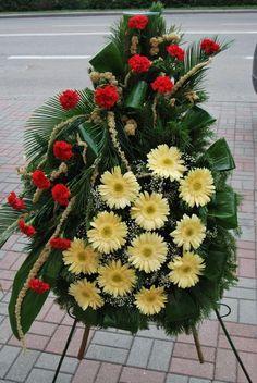 """Wianki - Kwiaciarnie """"Ewart"""" Suwałki Casket Flowers, Grave Flowers, Cemetery Flowers, Funeral Flowers, Funeral Floral Arrangements, Church Flower Arrangements, Tropical Flowers, Fresh Flowers, Amazing Flowers"""