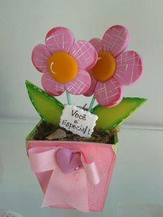 Centro de mesa Pen Toppers, Baby Shawer, Ideas Para Fiestas, Foam Crafts, Felt Fabric, Baby Party, Flower Crafts, Flower Pots, Flower Arrangements