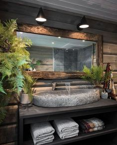 Bathroom inspiration of the day . Rustic Bathroom Designs, Bathroom Interior Design, Rustic Bathrooms, Modern Bathroom Design, Bad Inspiration, Bathroom Inspiration, Interior Design Magazine, Dream Bathrooms, Log Cabin Bathrooms