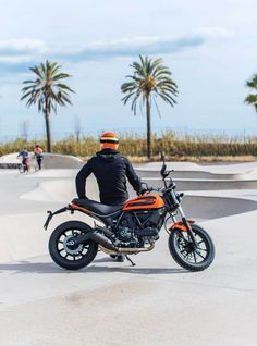 The #Ducati Scrambler Sixty2 is the new 'lifestyle' bike that's sending hipsters and trendy city types frothing at the mouth. At only 400cc and 41bhp it's aimed squarely at new riders, however we have one big reservation...the price! #RideUnique‬