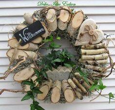 Billedresultat for herbstdeko Rustic Christmas, Christmas Wreaths, Christmas Crafts, Christmas Decorations, Holiday Decor, Wood Slice Crafts, Wood Crafts, Diy And Crafts, Wooden Wreaths