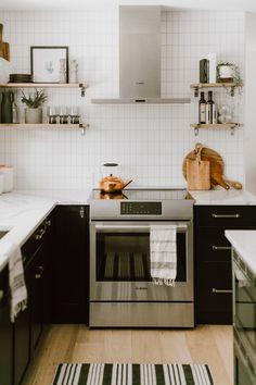 New Kitchen Designs, Interior Design Living Room, Kitchen Ideas, Kitchen Cabinetry, Kitchen Dining, Kitchen Reno, Taupe Walls, Kitchen Breakfast Nooks, White Oak Floors