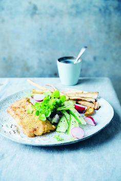 Sandra Bekkari fish and chips Pureed Food Recipes, Healthy Recipes, Happy Foods, Fish And Chips, Fish And Seafood, Light Recipes, Healthy Drinks, Food Inspiration, Love Food