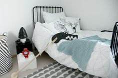 Heinässä heiluvassa - Black and white bedroom for a boy http://heinassaheiluvassa.blogspot.fi/