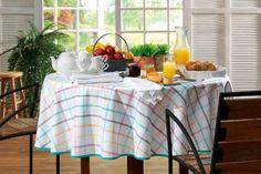 E que tal chamar os amigos pra um café da tarde? Com a Toalha de Mesa Karsten, seus momentos serão mais agradáveis e coloridos!