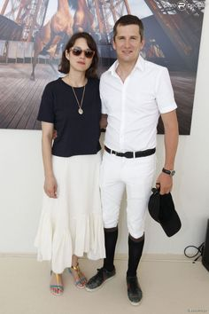 Obsessed with Marion's outfit and effortless French vibe. Marion Cotillard Style, Salma Hayek, Marion Cotilard, Eiffel, French Actress, Soft Classic, Skirt Outfits, Most Beautiful Women, Casual Chic