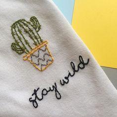 Camiseta Bordada Cactus | Hand Embroidery Shirt Cactus Diy Embroidery Shirt, Cactus Embroidery, Embroidery Art, Embroidery Stitches, Embroidery Designs, Embroidered Clothes, Diy Shirt, Diy Clothes, Sewing Projects